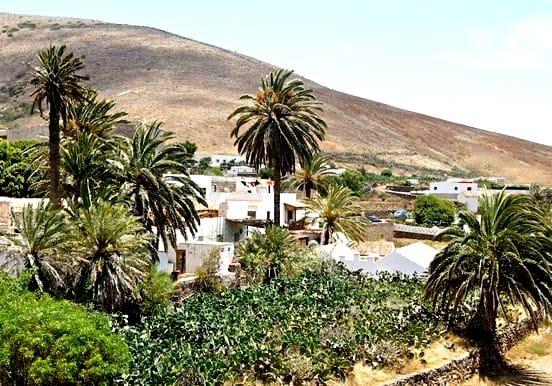 Explore beautiful Fuerteventura on 4x4