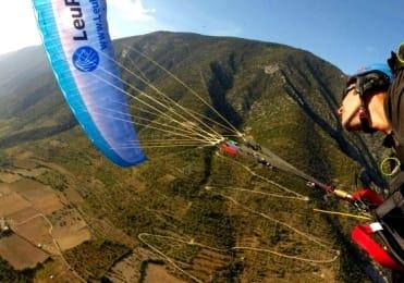 Acrobatic stunts on tandem paragliding