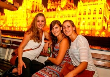 Night cruise parliament