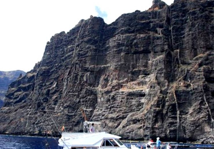 Fishing with stunning Los Gigantes cliff view
