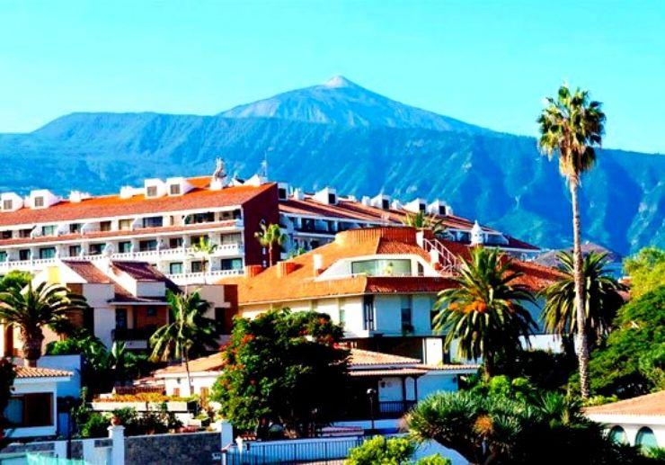 Puerto de la Cruz town with Teide as backdrop