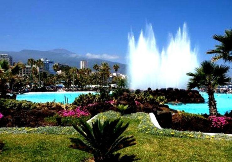 Fountain at Lago Martianez Puerto de la Cruz
