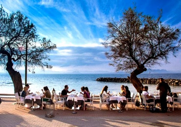 Dine by the bay with sea view