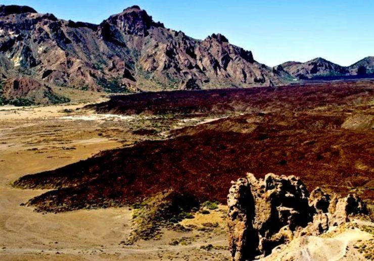 Expansive Las Cañadas on Teide