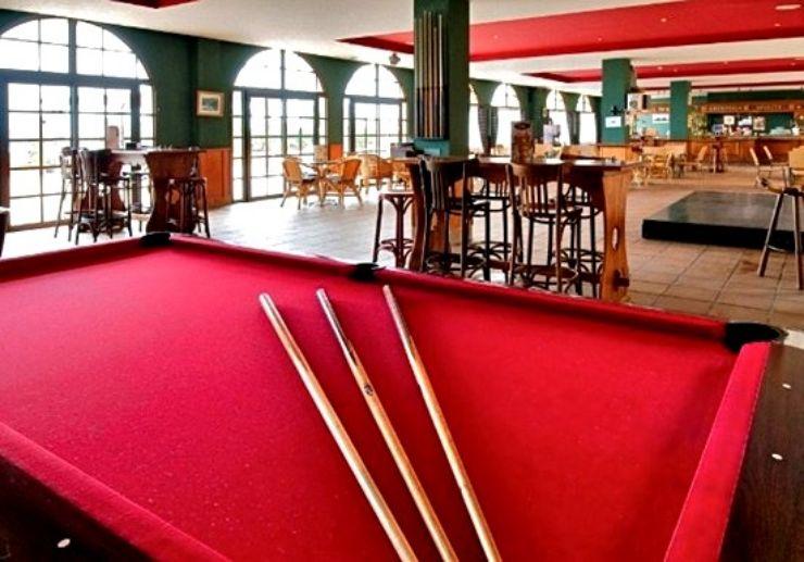 Hotel Elba Castillo English bar with billiard