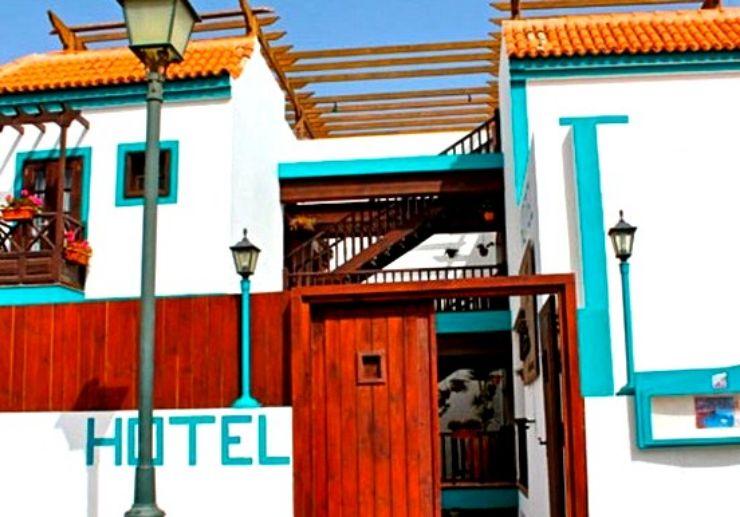 Hotel La Casita for surf camp