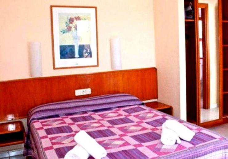 Hotel La Casita bedroom for surf camp