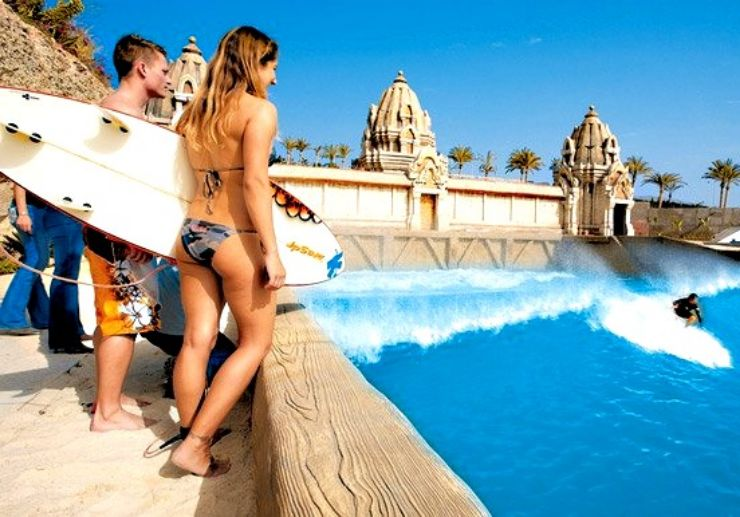 Surf the waves in Siam Park