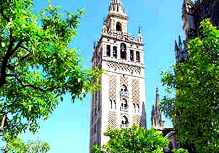 Visit Giralda in Seville on hop hop off bus