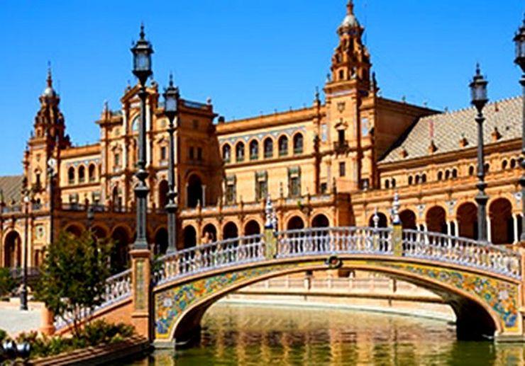 Plaza de Espana in Seville hop on hop off tour