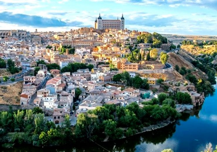 See beautiful sights in Toledo on bus tour