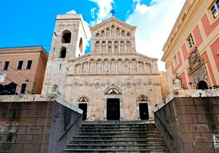 Visit cathedral in Cagliari