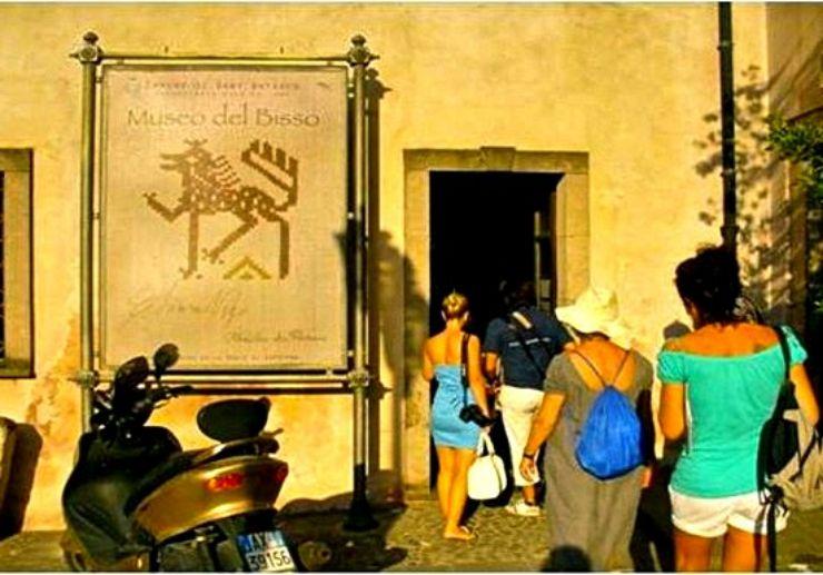 Tour in Sant'Antioco Phoenician city