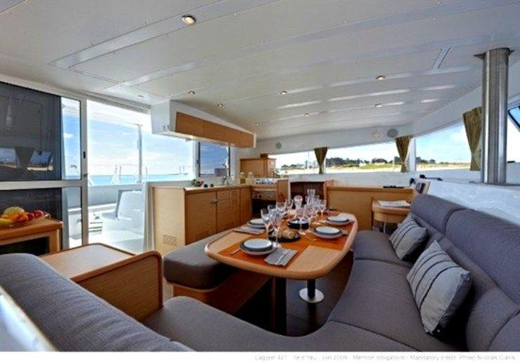 Dining area of catamaran Lagoon 421