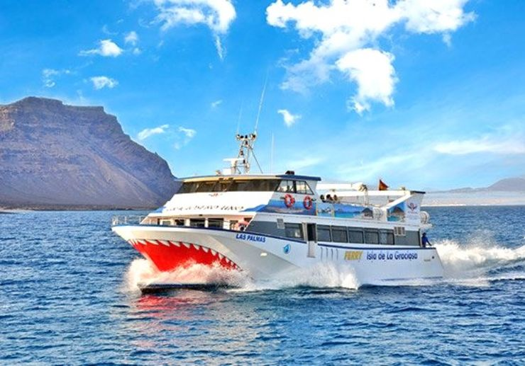 Express ferry Orzola to La Graciosa