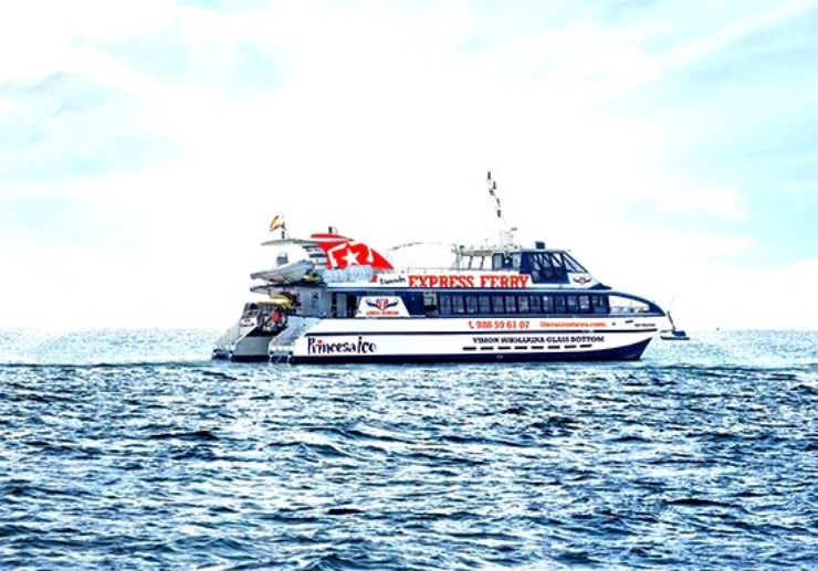 Express ferry from Corralejo to Playa Blanca