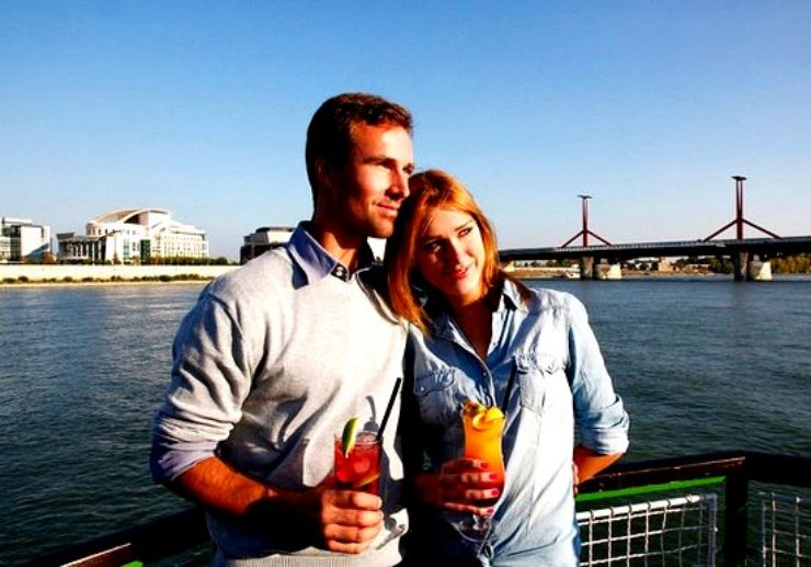 Drink and cruise in Budapest