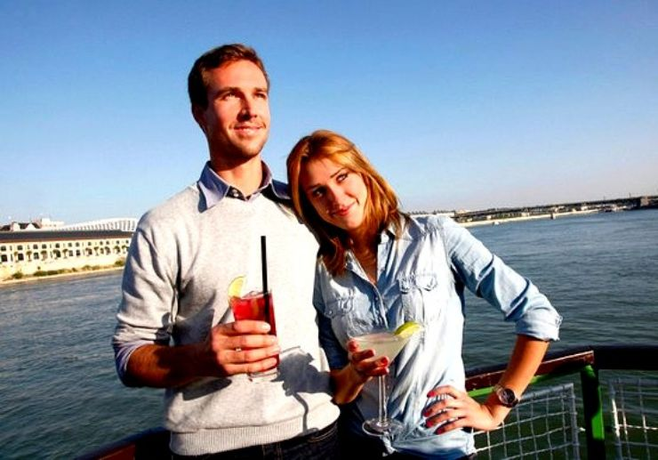 Drink cocktail and cruise on the Danube in Budapest