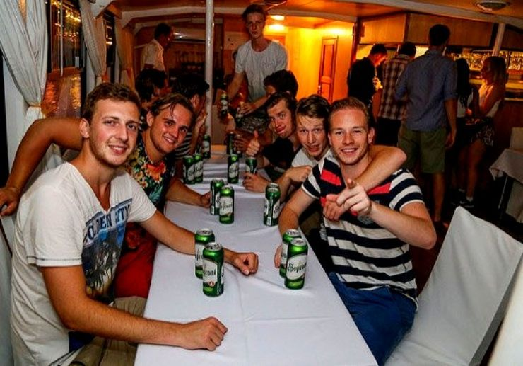 Drink beers and party while cruising in Budapest
