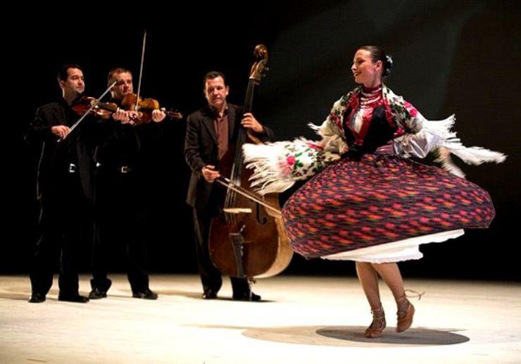 Hungarian folk music and dance