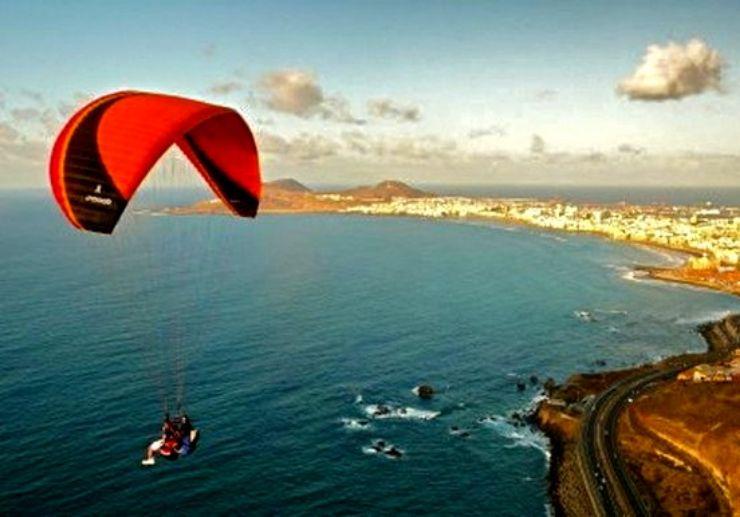 Enjoy Gran Canaria sea coast with paragliding