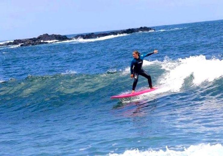 Surfing in Punta del Hidalgo-min