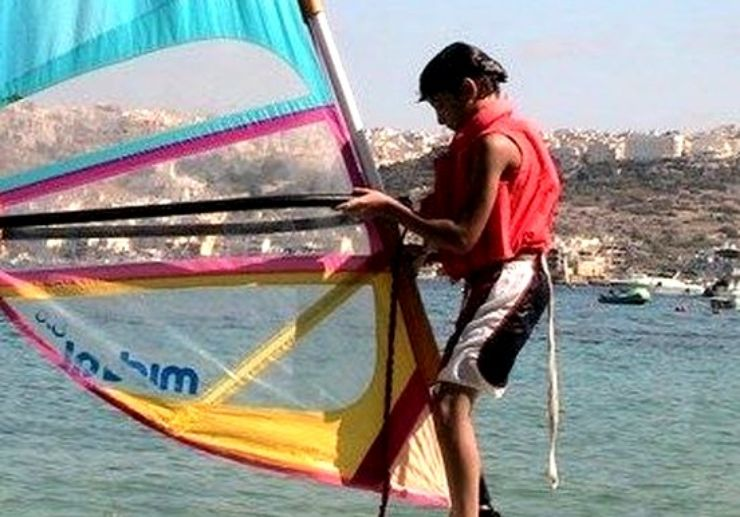 Learn to windsurf in Malta