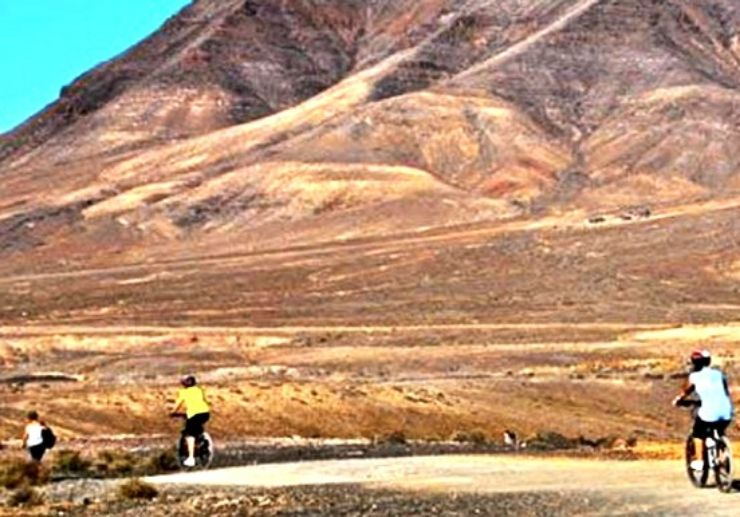 Mountain bike tour through Lanzarote volcanic landscapes
