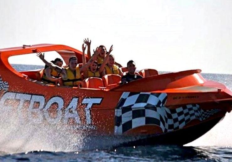 Enjoy the speed on jetboat