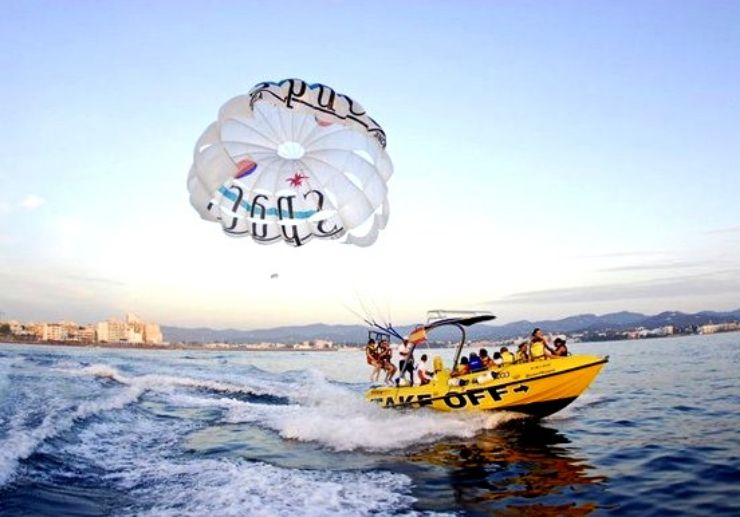 Speedboat for parasailing excursion in Ibiza coast