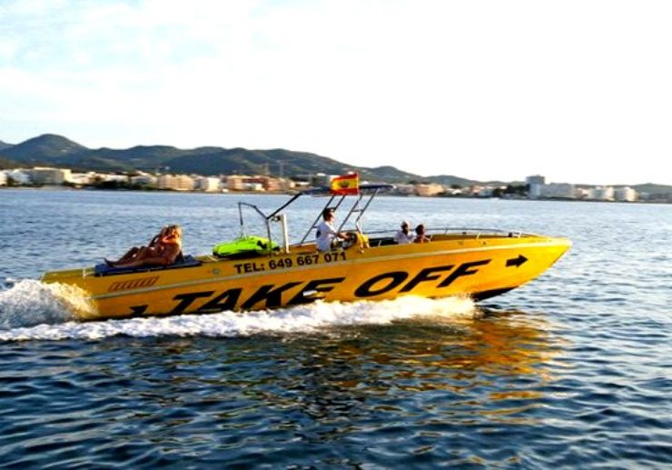 Speedboat for parasailing in Ibiza