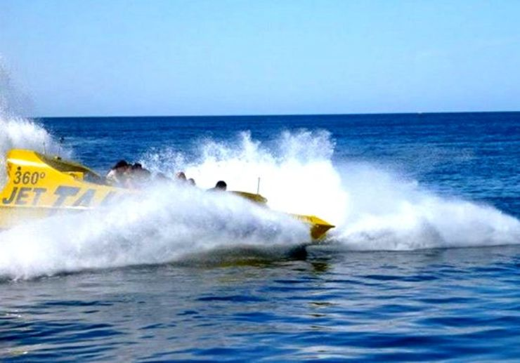 Speed up using jet boat 360° in Ibiza