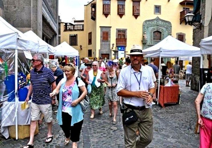 A guided walk through ancient town of La Vegueta