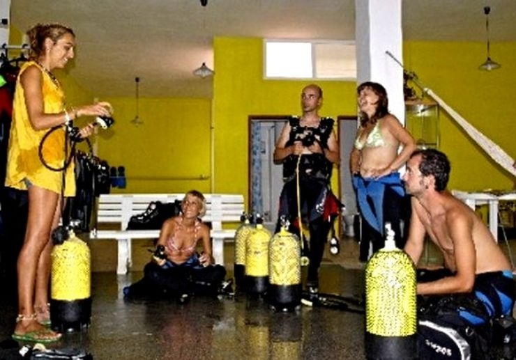 Diving training and briefing in El Hierro