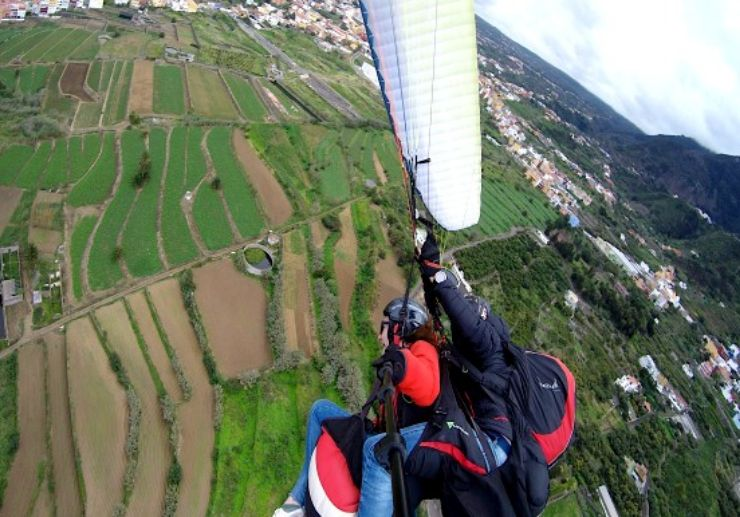 Thrilling paragliding ride in Tenerife