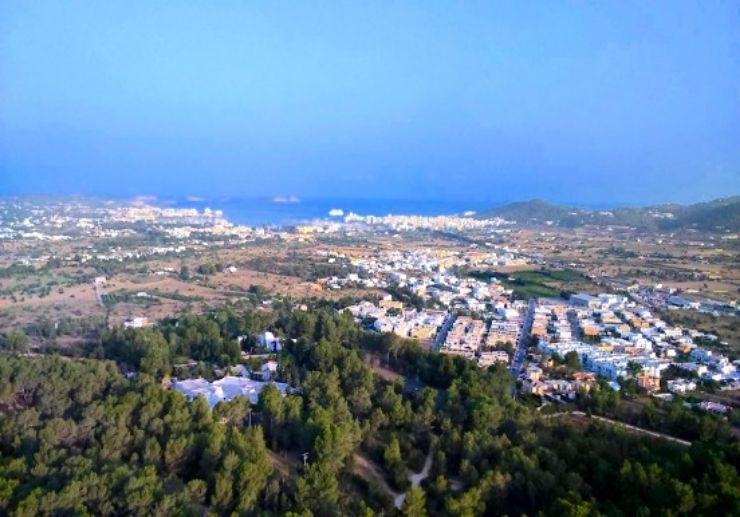 Enjoy Ibiza from a private hot air balloon