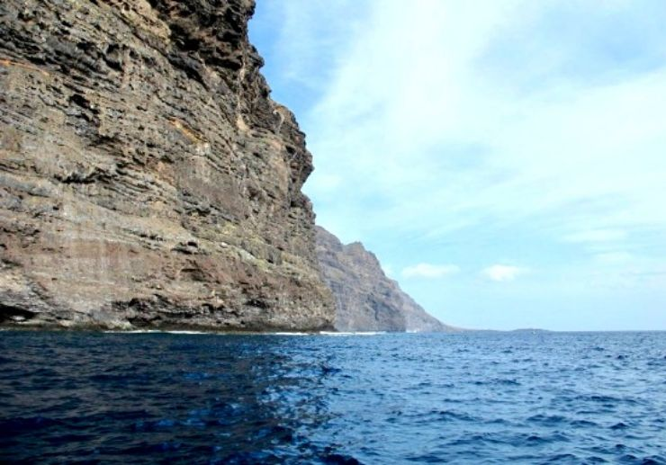 Stunning Los Gigantes cliffs boat tour
