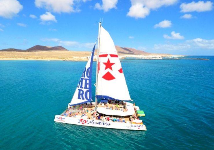 Catamaran sailing La Graciosa