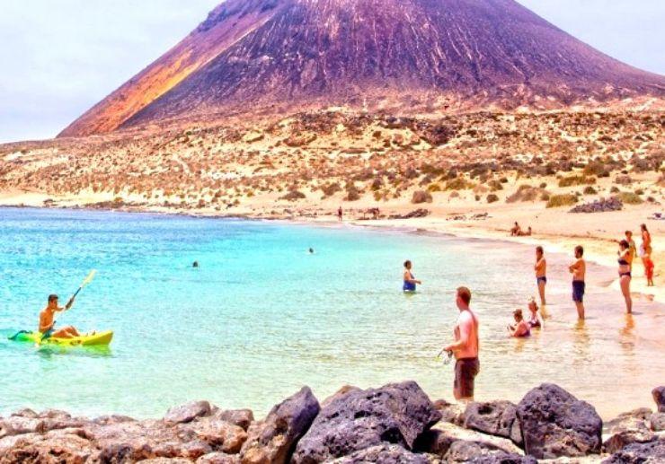 Enjoy the beach of La Graciosa