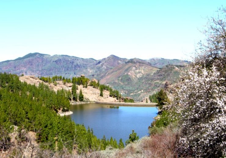 Beautiful dam of Gran Canaria helicopter