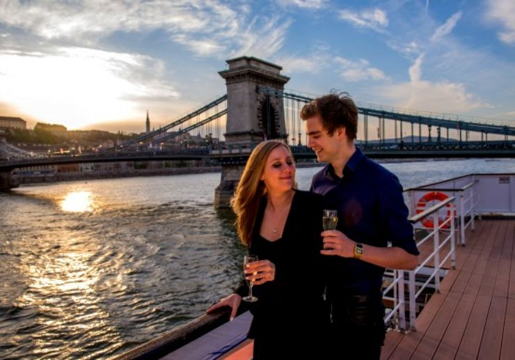 Budapest sunset cruise with cocktails