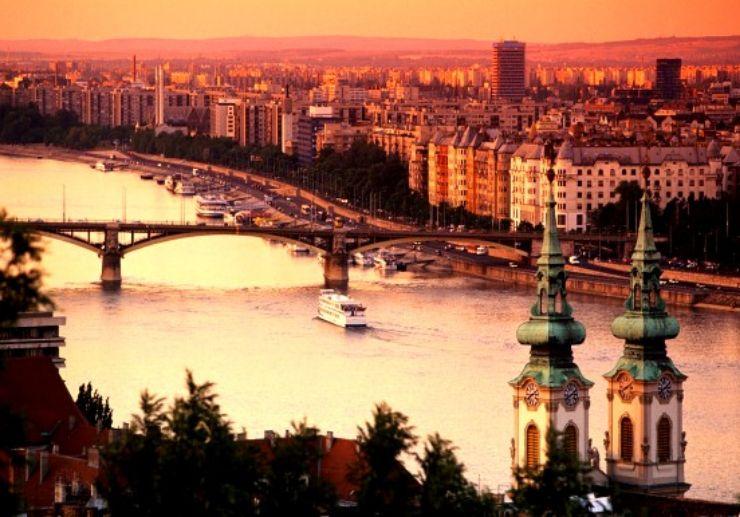 Chainbridge sunset cruise Budapest