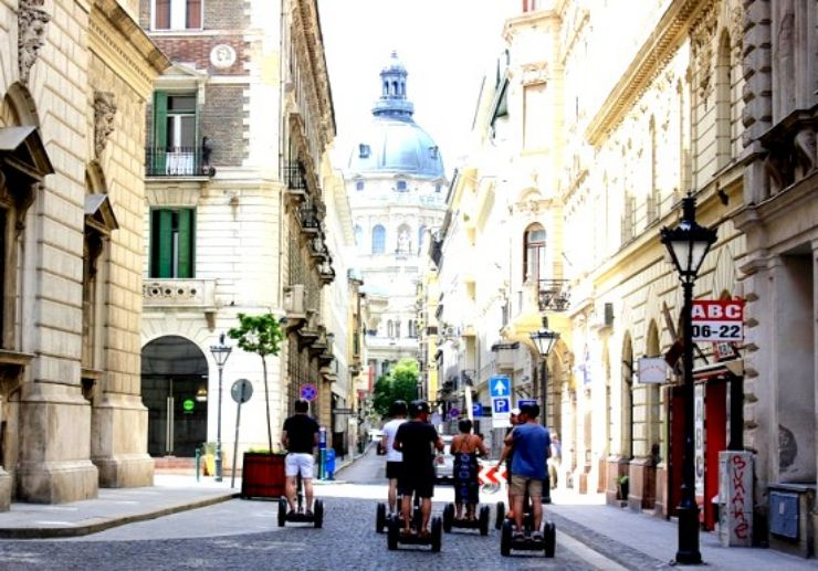 Budapest Segway sightseeing tour around city park